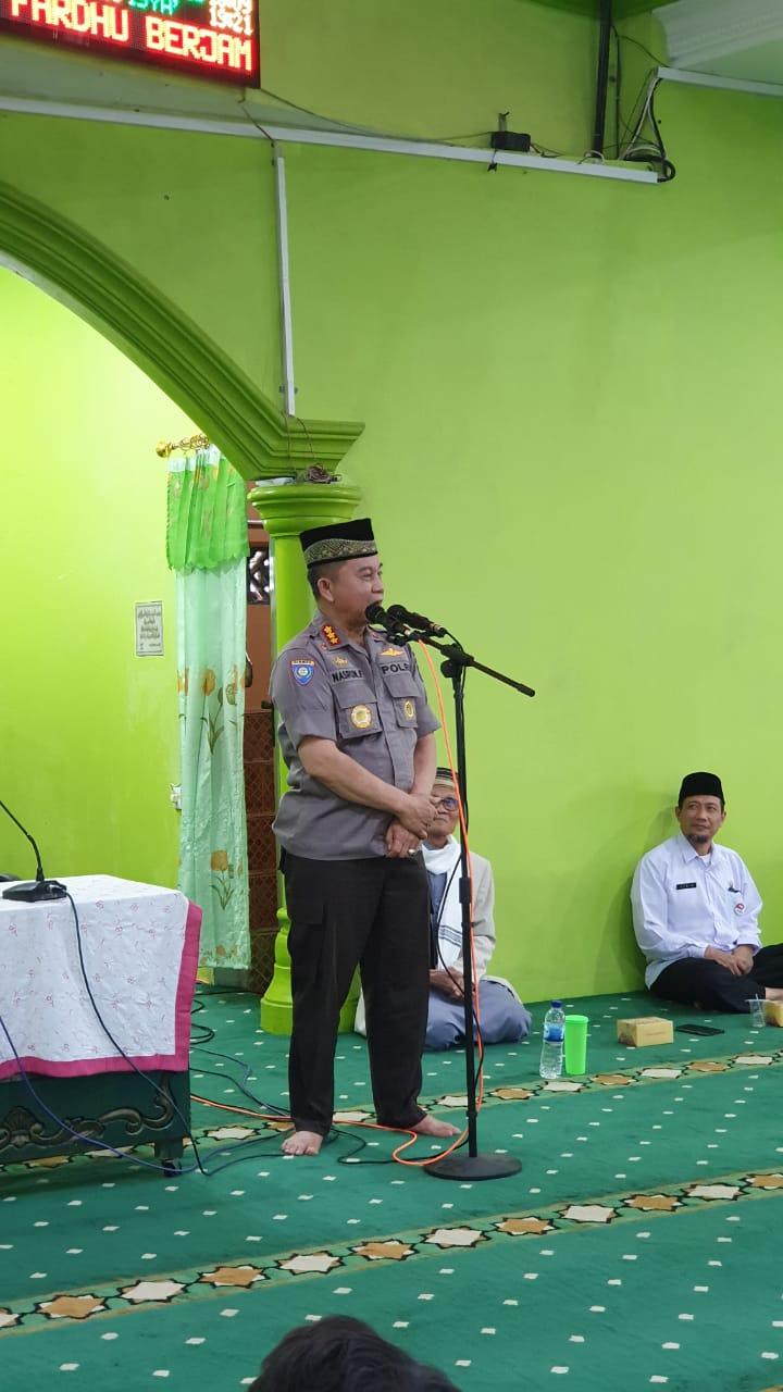 Buka Pelatihan Imam Masjid di Masjid Raya Al-Munawaroh Kecamatan Nanggalo, Dirbinmas Polda Sumbar Ingatkan Para Imam Masjid tentang Bahaya Ancaman Penyebaran Paham Radikal/Radikalisme dan Hoaks.